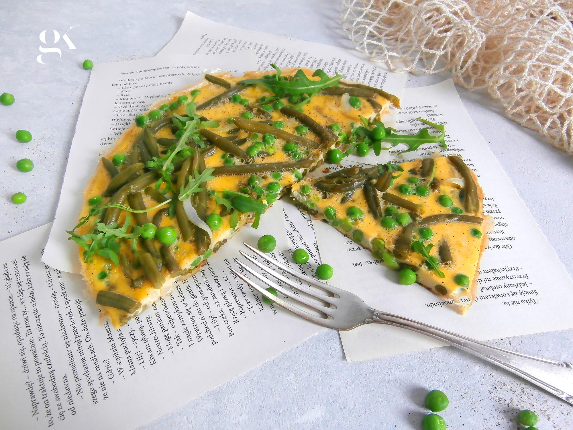 Frittata z fasolką szparagową i groszkiem