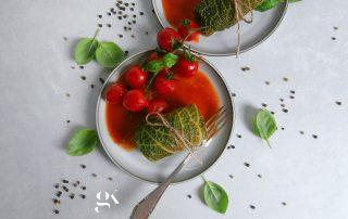 Gołąbki klasyczne z sosem pomidorowym