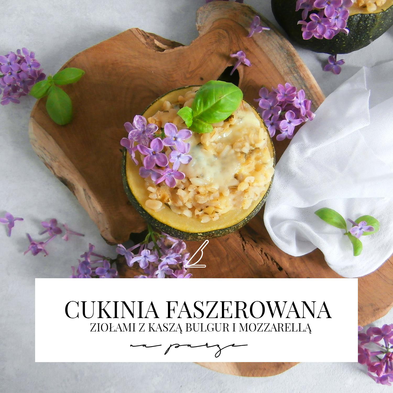 Cukinia faszerowana ziołami z kaszą bulgur i mozzarellą na parze