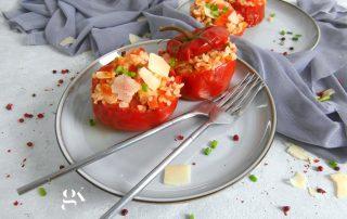 Pomidory faszerowane kaszą bulgur parmezanem i migdałami